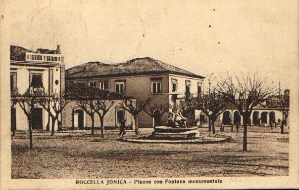 Piazza con Fontana Monumentale
