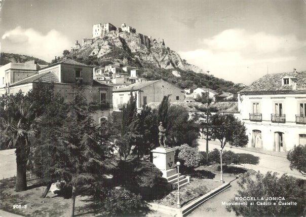 Monumento ai Caduti e Castello